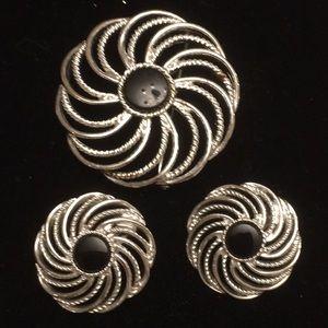Sarah Coventry vintage 1966 Brooch &Clip earrings